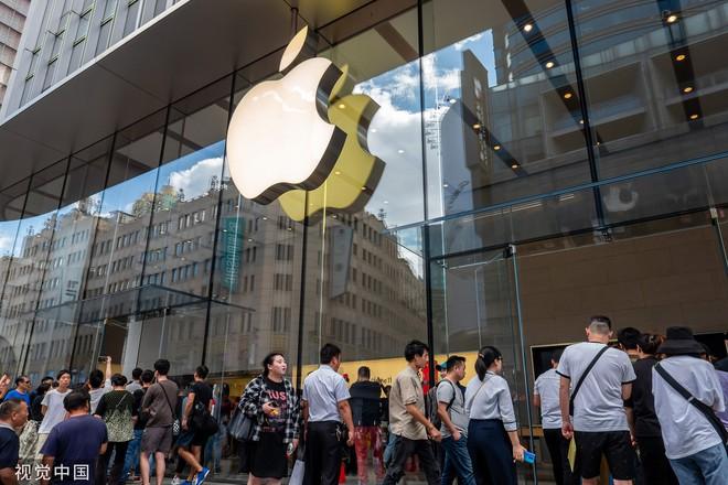 Chê xấu, không có 5G nhưng dân Trung Quốc vẫn chen nhau xếp hàng trong ngày mở bán iPhone 11 - Ảnh 4.