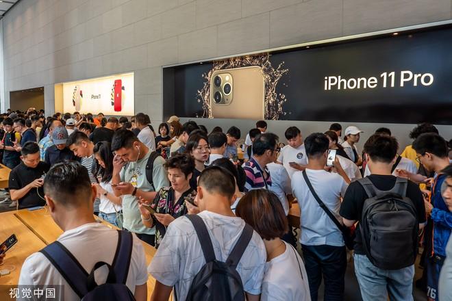 Chê xấu, không có 5G nhưng dân Trung Quốc vẫn chen nhau xếp hàng trong ngày mở bán iPhone 11 - Ảnh 6.