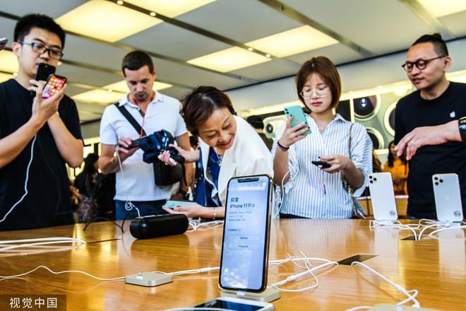 Chê xấu, không có 5G nhưng dân Trung Quốc vẫn chen nhau xếp hàng trong ngày mở bán iPhone 11 - Ảnh 8.