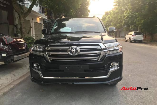 Chủ Toyota Land Cruiser vừa lấy xe đã chi thêm 200 triệu đồng độ bodykit độc nhất Việt Nam - Ảnh 1.