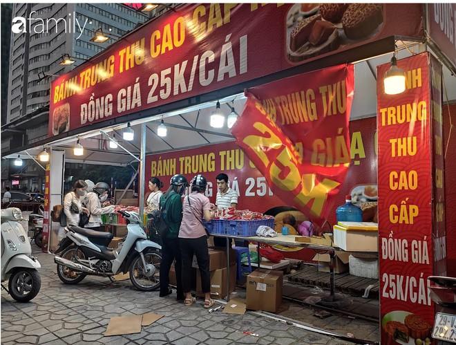 Hà Nội 1 tuần sau Trung thu: Bánh giá siêu rẻ bán đầy đường, có phải cơ hội vàng cho người tiêu dùng mua sướng tay? - Ảnh 3.