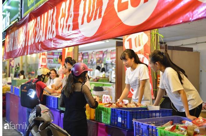 Hà Nội 1 tuần sau Trung thu: Bánh giá siêu rẻ bán đầy đường, có phải cơ hội vàng cho người tiêu dùng mua sướng tay? - Ảnh 2.