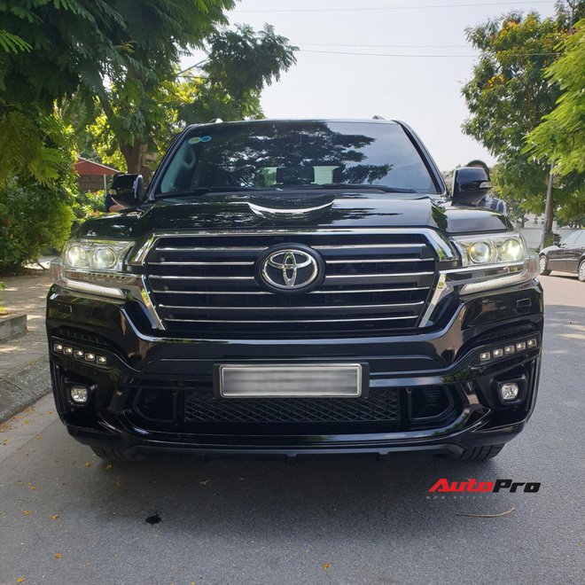 Chủ Toyota Land Cruiser vừa lấy xe đã chi thêm 200 triệu đồng độ bodykit độc nhất Việt Nam - Ảnh 2.