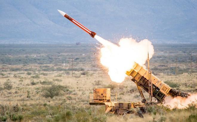 """Mỹ cấp tốc điều thêm tên lửa, binh sĩ tới Saudi Arabia - """"Thùng thuốc súng"""" sắp nổ?"""