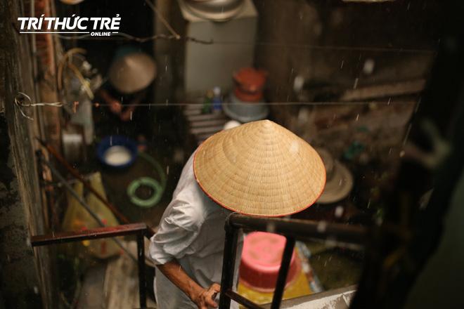 Chuyện hy hữu giữa Thủ đô: Cặp vợ chồng sống trên nóc nhà vệ sinh suốt… 44 năm - ảnh 11