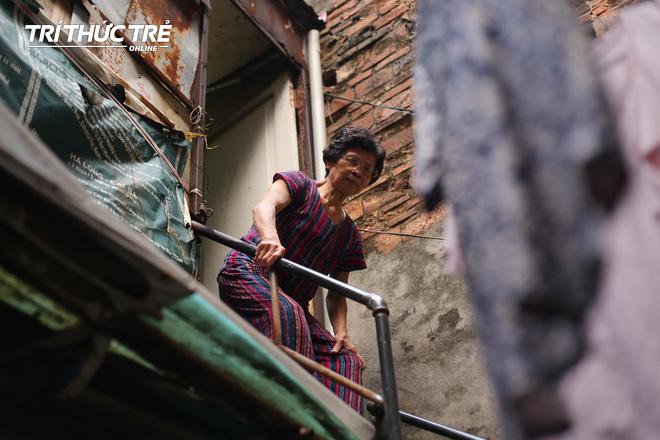 Chuyện hy hữu giữa Thủ đô: Cặp vợ chồng sống trên nóc nhà vệ sinh suốt… 44 năm - ảnh 2