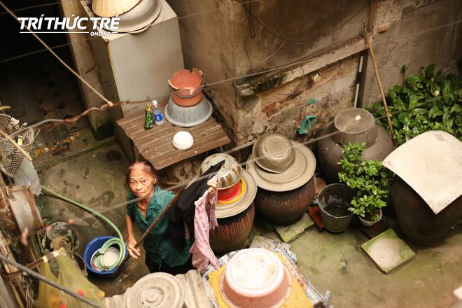 Chuyện hy hữu giữa Thủ đô: Cặp vợ chồng sống trên nóc nhà vệ sinh suốt… 44 năm - ảnh 3