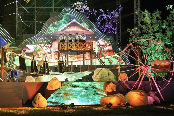 Tùng Dương đắm chìm trong sắc màu văn hoá tại buổi khai mạc Lễ hội Mường Lò - ảnh 2