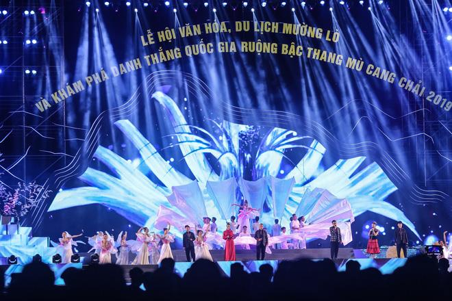 Tùng Dương đắm chìm trong sắc màu văn hoá tại buổi khai mạc Lễ hội Mường Lò - ảnh 4