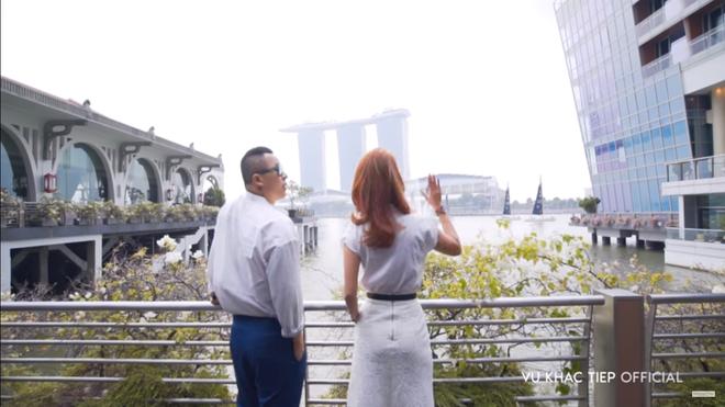 Vũ Khắc Tiệp lộ cảnh trong bồn tắm, ăn sáng tại khách sạn 6 sao giá gần 50 triệu một đêm tại Singapore - Ảnh 7.