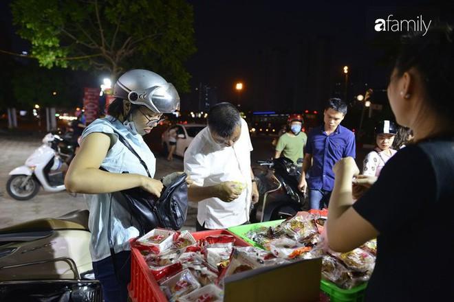Hà Nội 1 tuần sau Trung thu: Bánh giá siêu rẻ bán đầy đường, có phải cơ hội vàng cho người tiêu dùng mua sướng tay? - Ảnh 13.