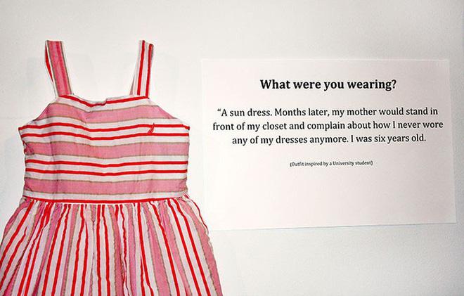 Bỉ mở triển lãm những trang phục của nạn nhân hiếp dâm để chứng minh việc ăn mặc thế nào không hề là nguyên nhân khiến phụ nữ bị cưỡng bức - Ảnh 3.