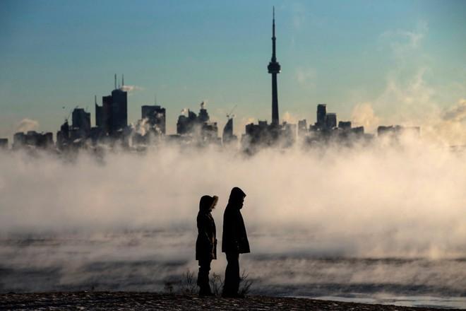 Bức xúc trước sự thờ ơ của chính phủ trước nạn biến đổi khí hậu, giới trẻ Canada đồng loạt cam kết không sinh con - Ảnh 3.