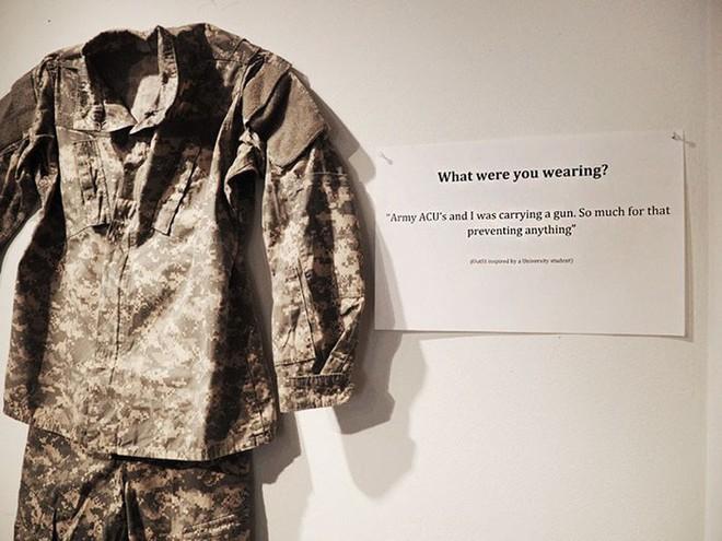 Bỉ mở triển lãm những trang phục của nạn nhân hiếp dâm để chứng minh việc ăn mặc thế nào không hề là nguyên nhân khiến phụ nữ bị cưỡng bức - Ảnh 4.