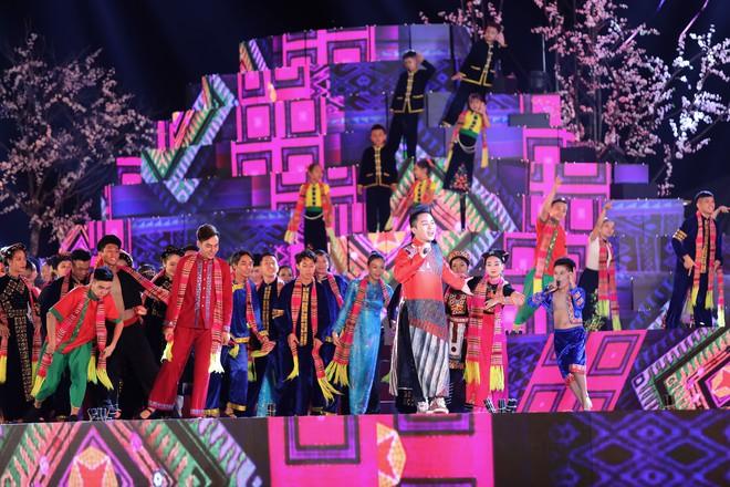Tùng Dương đắm chìm trong sắc màu văn hoá tại buổi khai mạc Lễ hội Mường Lò - ảnh 5
