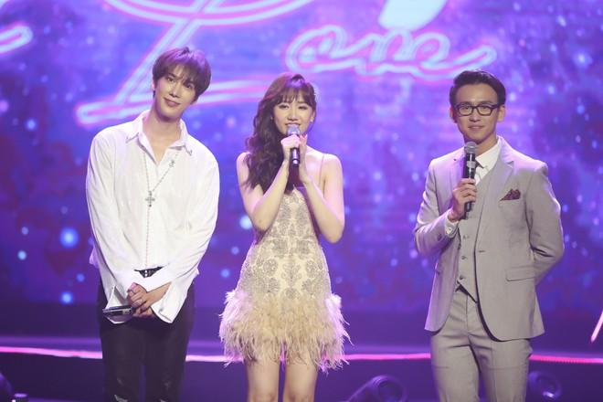 Hari Won bật khóc trước hàng ngàn khán giả - Ảnh 12.