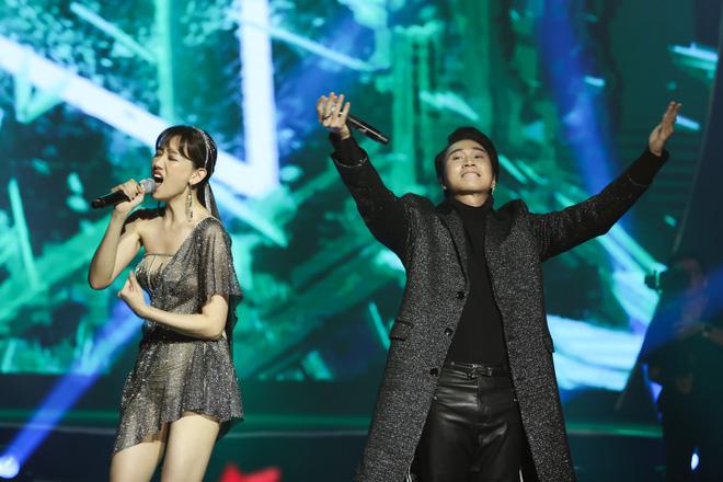 Hari Won bật khóc trước hàng ngàn khán giả - Ảnh 9.