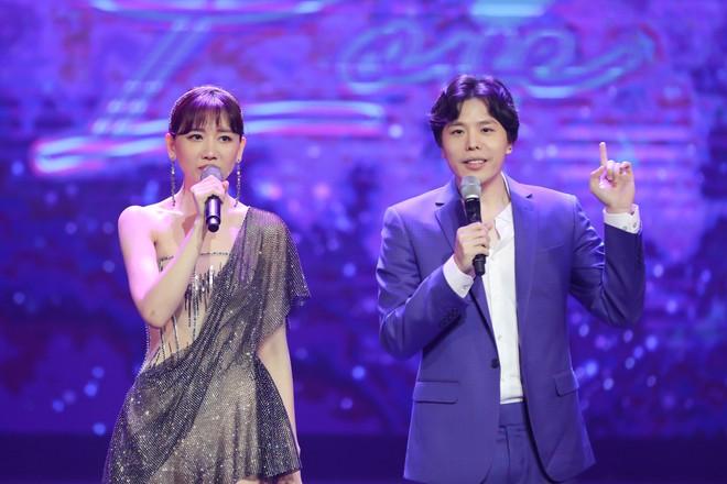 Hari Won bật khóc trước hàng ngàn khán giả - Ảnh 7.