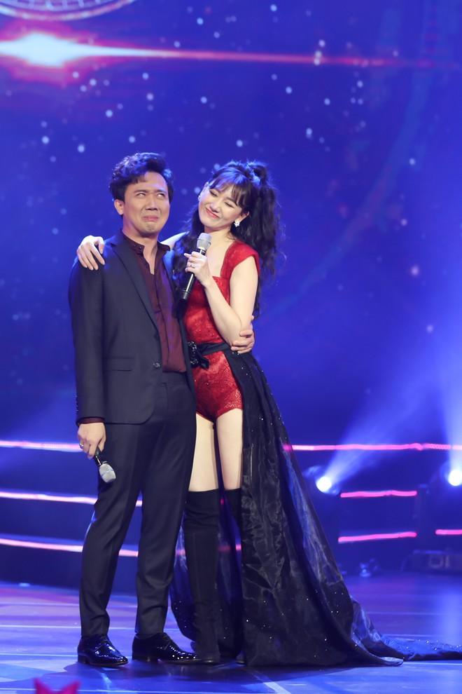 Hari Won bật khóc trước hàng ngàn khán giả - Ảnh 6.
