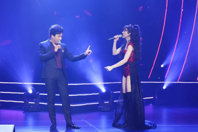 Hari Won bật khóc trước hàng ngàn khán giả - Ảnh 2.