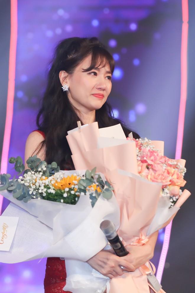 Hari Won bật khóc trước hàng ngàn khán giả - Ảnh 15.