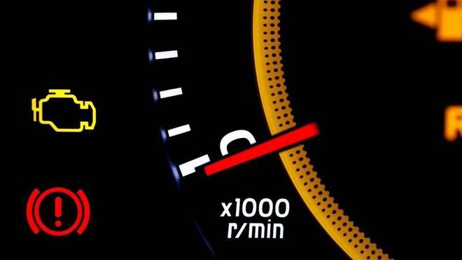 Dấu hiệu nhận biết ô tô đang bị lỗi động cơ, không đề nổ được - Ảnh 2.