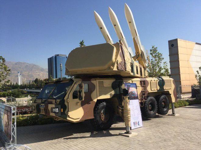 Giữa căng thẳng vụ tấn công Aramco, Iran có động thái lạ khoe chiến lợi phẩm - Ảnh 1.
