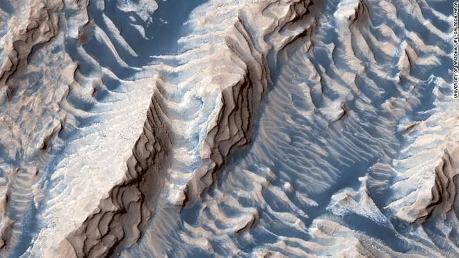 Choáng ngợp với hình ảnh mới nhất của sao Hỏa - Ảnh 1.