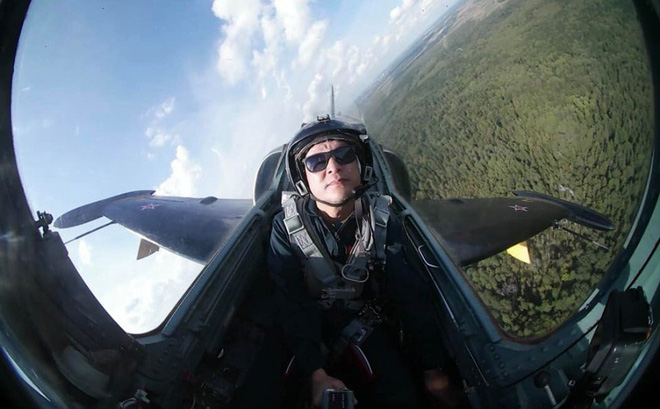 """Đội biểu diễn Rus nổi tiếng Nga tổ chức ban bay chưa từng có cho 5 """"phi công"""" KQ Việt Nam"""