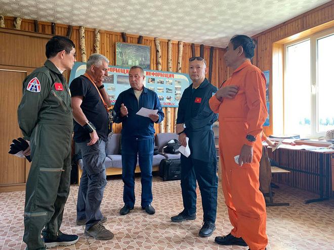 Đội biểu diễn Rus nổi tiếng Nga tổ chức ban bay chưa từng có cho 5 phi công KQ Việt Nam - Ảnh 4.