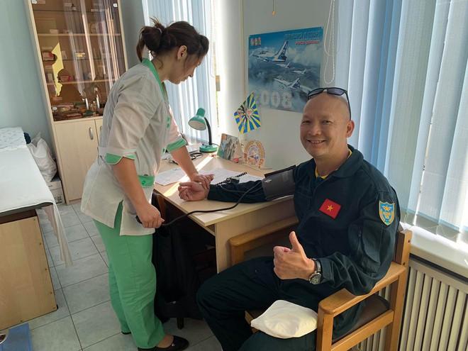 Đội biểu diễn Rus nổi tiếng Nga tổ chức ban bay chưa từng có cho 5 phi công KQ Việt Nam - Ảnh 6.