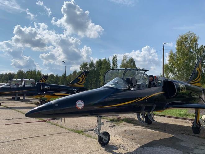 Đội biểu diễn Rus nổi tiếng Nga tổ chức ban bay chưa từng có cho 5 phi công KQ Việt Nam - Ảnh 3.