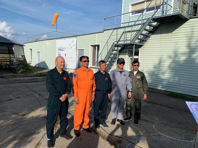 Đội biểu diễn Rus nổi tiếng Nga tổ chức ban bay chưa từng có cho 5 phi công KQ Việt Nam - Ảnh 5.
