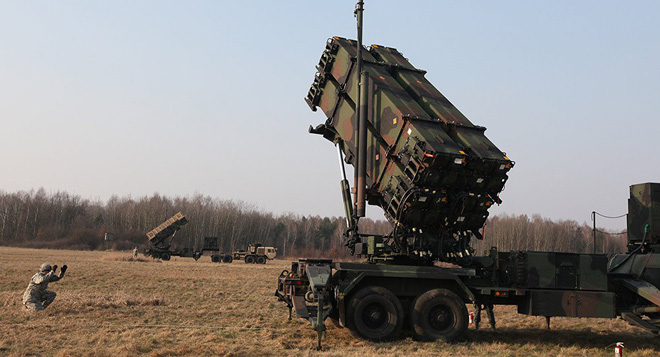 Chiến đấu cơ Saudi xuất kích ồ ạt trả đũa đòn tập kích nhà máy lọc dầu - Nga bật đèn xanh cho S-300 Syria khai hỏa UAV Israel - Ảnh 15.