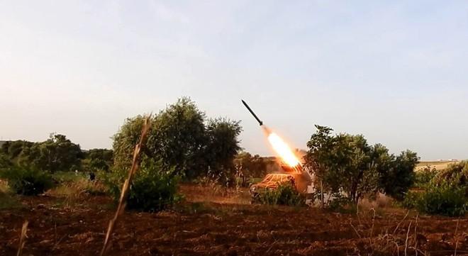 Chiến đấu cơ Saudi xuất kích ồ ạt trả đũa đòn tập kích nhà máy lọc dầu - Nga bật đèn xanh cho S-300 Syria khai hỏa UAV Israel - Ảnh 10.