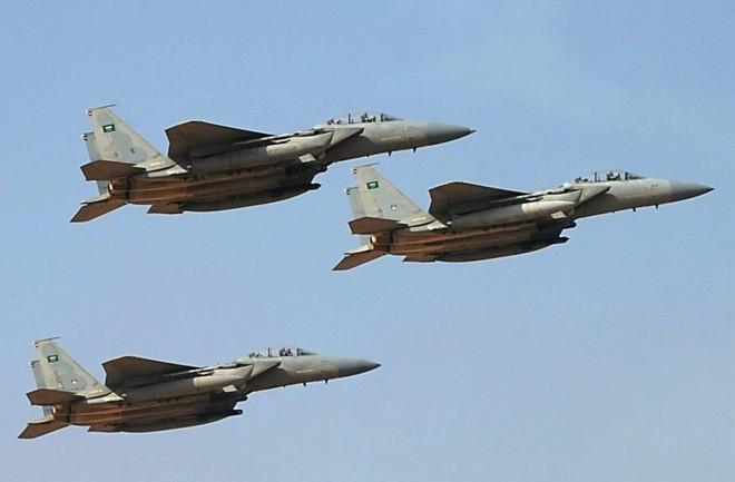 Chiến đấu cơ Saudi xuất kích ồ ạt trả đũa đòn tập kích nhà máy lọc dầu - Nga bật đèn xanh cho S-300 Syria khai hỏa UAV Israel - Ảnh 4.