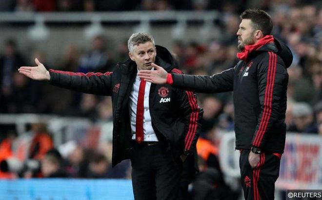 Thua thảm West Ham, CĐV M.U đòi sa thải Solskjaer vì bán Lukaku