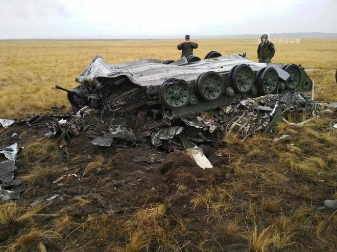 Hỏng dù khi tập trận với Trung Quốc, xe thiết giáp BMD-2 của Nga tan tành - Ảnh 5.