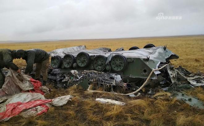 Hỏng dù khi tập trận với Trung Quốc, xe thiết giáp BMD-2 của Nga tan tành