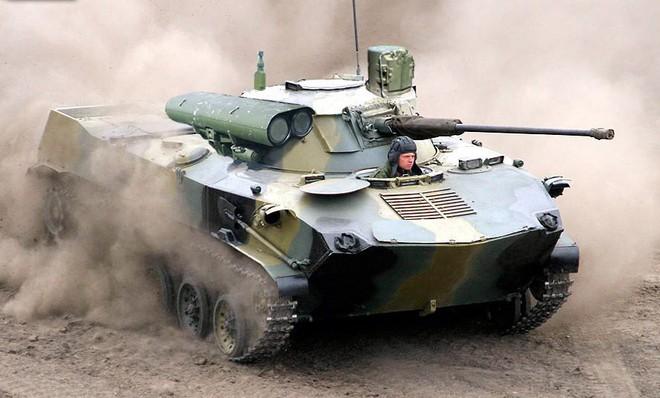 Hỏng dù khi tập trận với Trung Quốc, xe thiết giáp BMD-2 của Nga tan tành - Ảnh 9.
