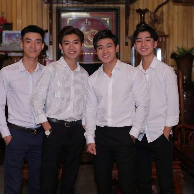 Sự thật không ai ngờ về tâm thư mẹ tuyển người yêu cho 4 con trai đều là hotboy, du học ở 3 nước - Ảnh 2.