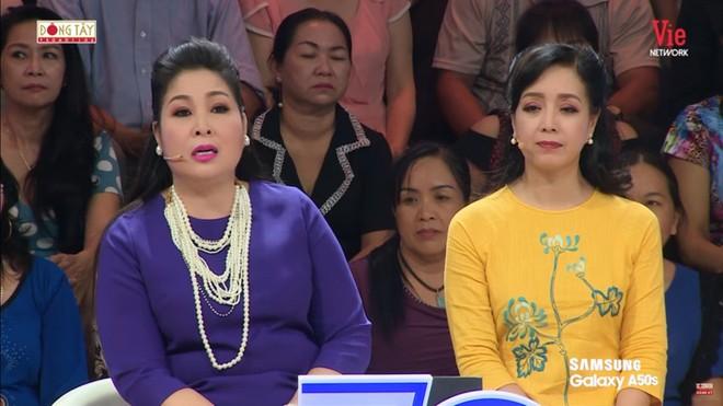 MC Thanh Bạch kể về Tổ nghề của giới nghệ sĩ miền Nam: Xuống một câu là khán giả kẹp tiền vào quạt ném lên - Ảnh 5.