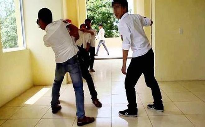 Mâu thuẫn trong trường, nam sinh rút dao đâm bạn tử vong