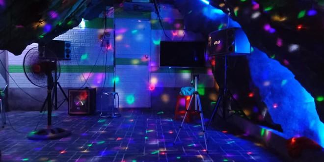 Chủ quán karaoke trong hang đá gây xôn xao ở Hà Giang đang đi xin giấy phép hoạt động - Ảnh 2.