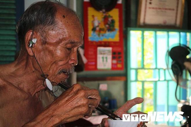 Phi công huyền thoại Nguyễn Văn Bảy - anh hùng lái máy bay khi chưa biết đi xe đạp - Ảnh 2.