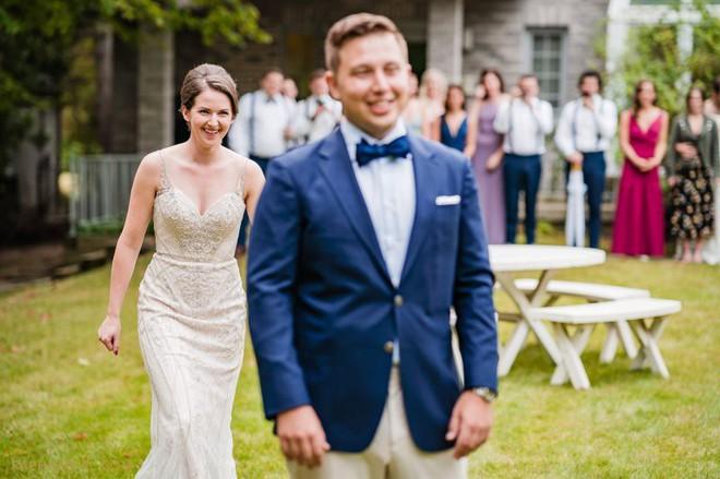 Chờ đợi mãi để thấy cô dâu trong bộ váy cưới, chú rể không ngờ lại bị chơi khăm, cộng đồng mạng được phen cười chảy nước mắt - Ảnh 3.