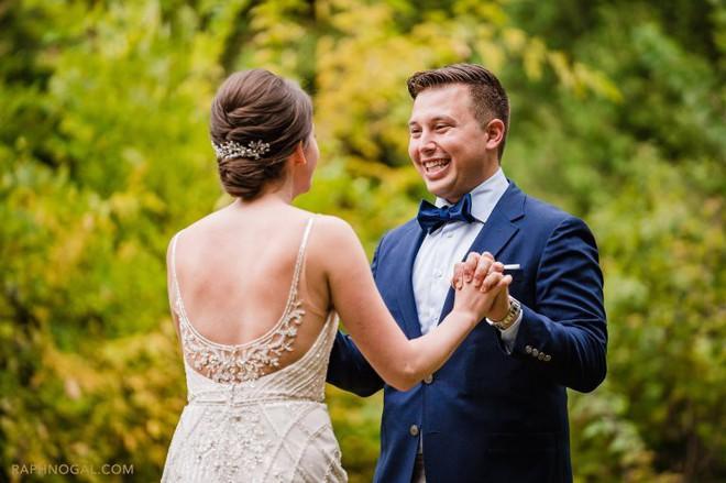 Chờ đợi mãi để thấy cô dâu trong bộ váy cưới, chú rể không ngờ lại bị chơi khăm, cộng đồng mạng được phen cười chảy nước mắt - Ảnh 4.