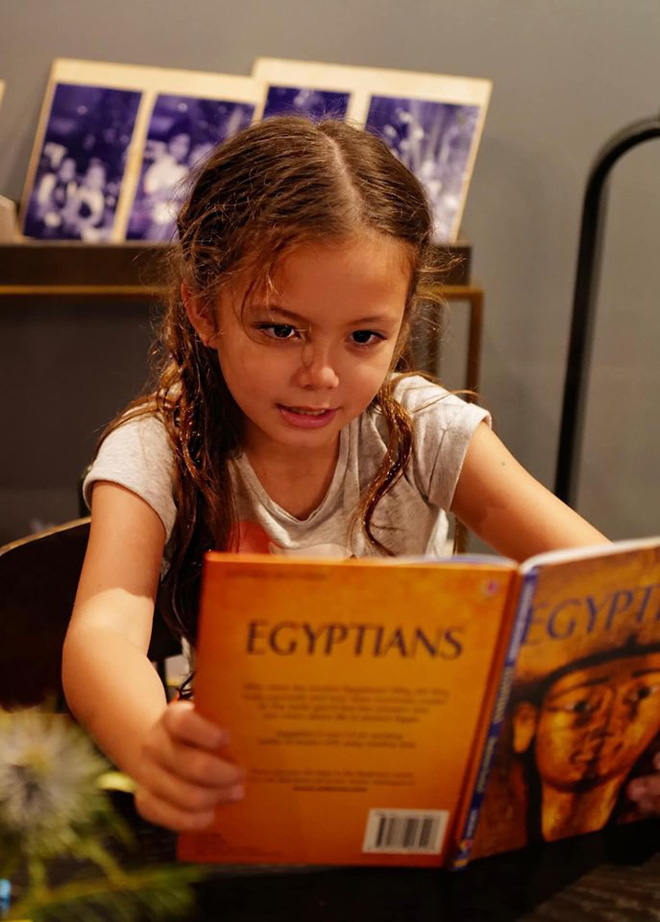Mới 7 tuổi, con gái diva Hồng Nhung đã sở hữu nhan sắc thiên thần lai đẹp đến khó rời mắt - ảnh 3