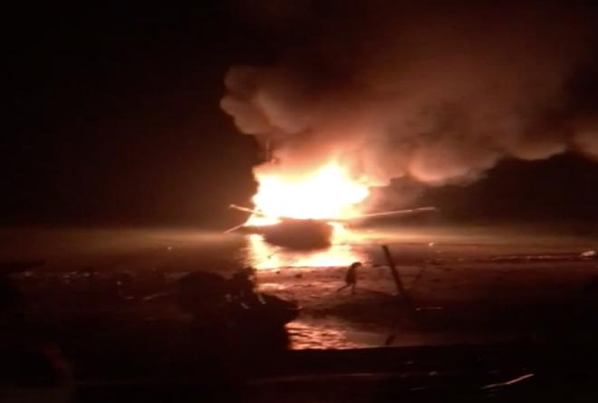 Tàu cá nổ như bom khiến 2 người chết, 1 người mất tích, 5 người bị thương - Ảnh 1.