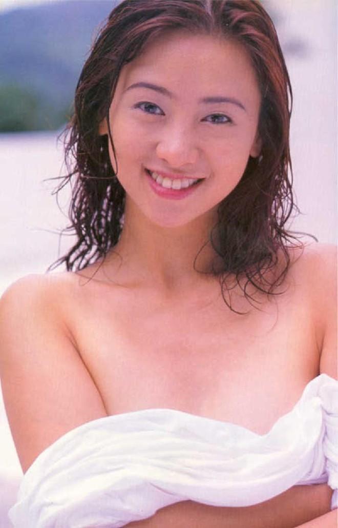 Nữ hoàng 18+ Hong Kong: Tủi nhục bị chồng đuổi khỏi nhà, hối hận vì đóng phim cấp ba - Ảnh 2.